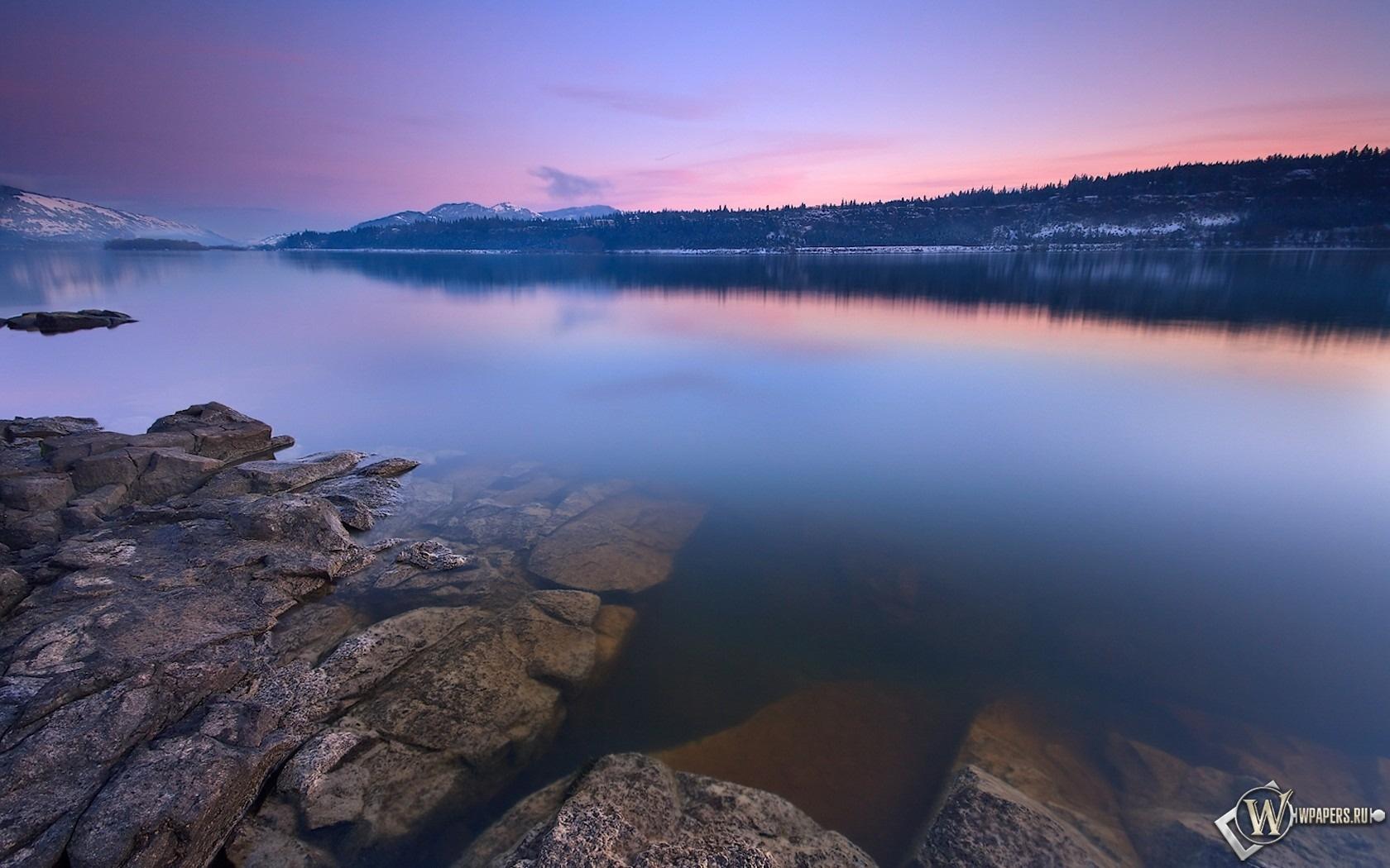 Каменистый берег озера 1680x1050
