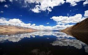 Обои отражение в воде: Облака, Река, Горы, Отражение в воде, Вода и небо
