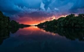 Обои Lightning Sunset: Река, Парк, Молнии, Вода и небо
