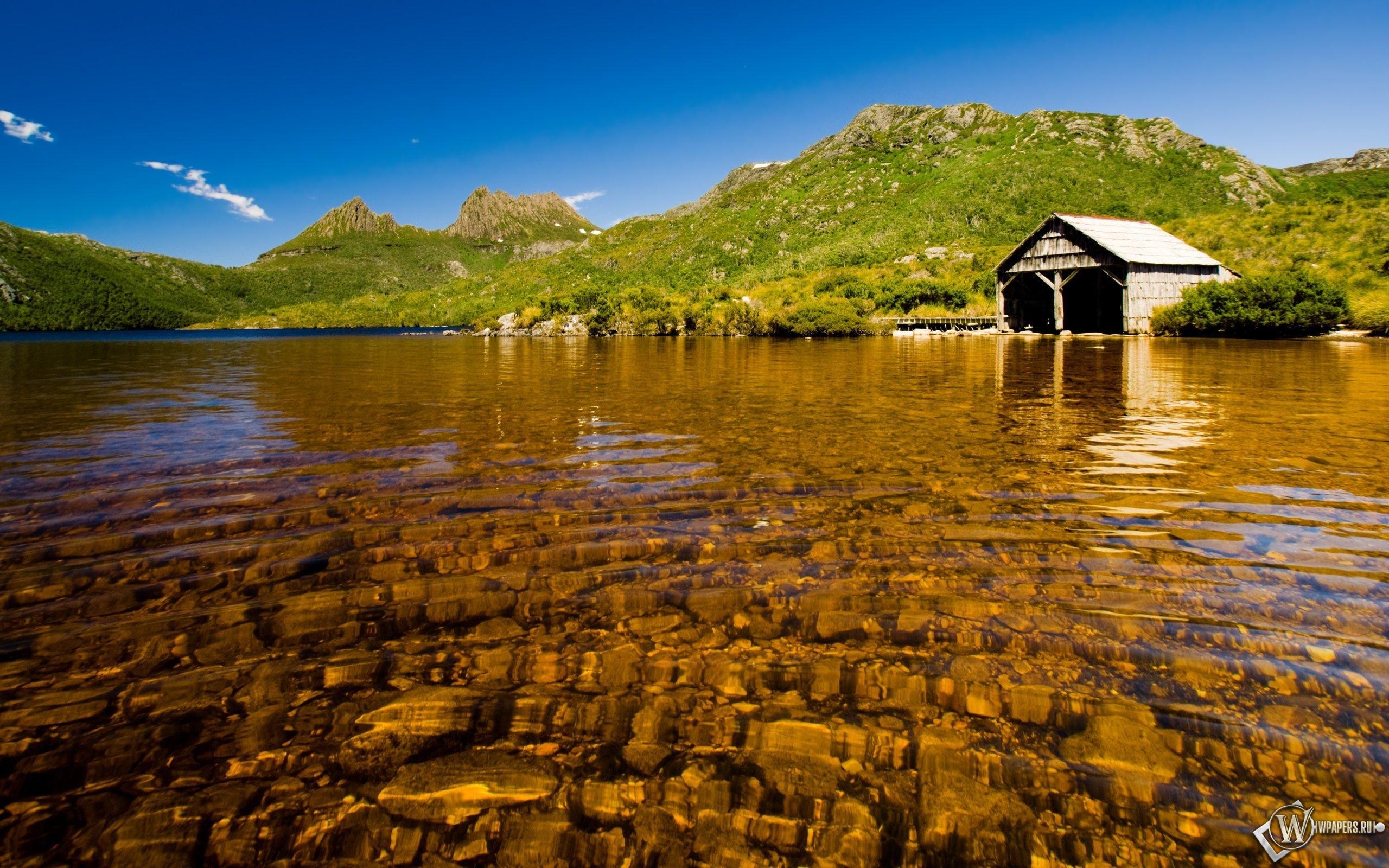 Дом на берегу озера 2560x1600