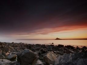 Обои Вечерний пейзаж: Камни, Озеро, Берег, Гора, Вода и небо