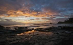 Обои Закат на море: Волны, Природа, Море, Закат, Камни, Берег, Небо, Лучи, Вода и небо