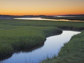 Обои Восход на ручье Кейп Код, Массачусетс: Трава, Утро, Ручей, Вода и небо