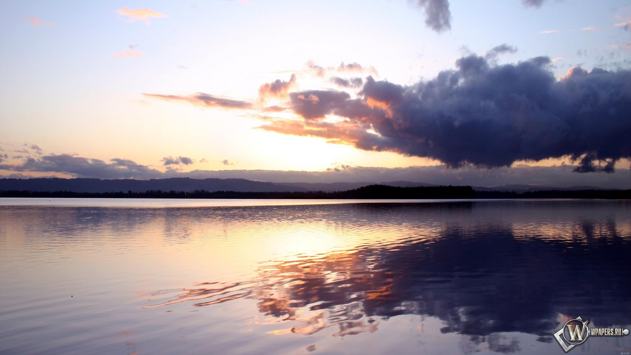 Облака над озером 2048x1152