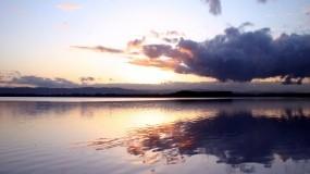 Обои Облака над озером: Река, Озеро, Небо, Облако, Вода и небо