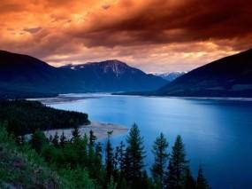 Обои De Naturaleza Испания: Облака, Река, Горы, Деревья, Вода и небо