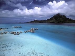Обои Бора-Бора Полинезия: Облака, Горы, Море, Домики, Вода и небо