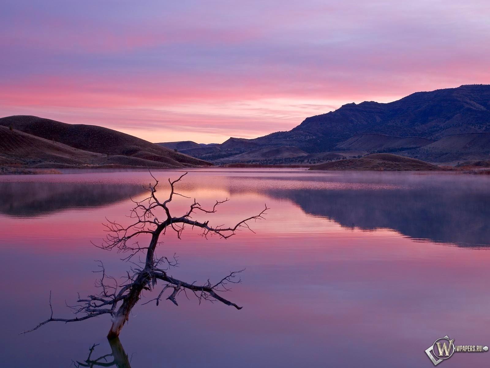 Сиреневое озеро 1600x1200