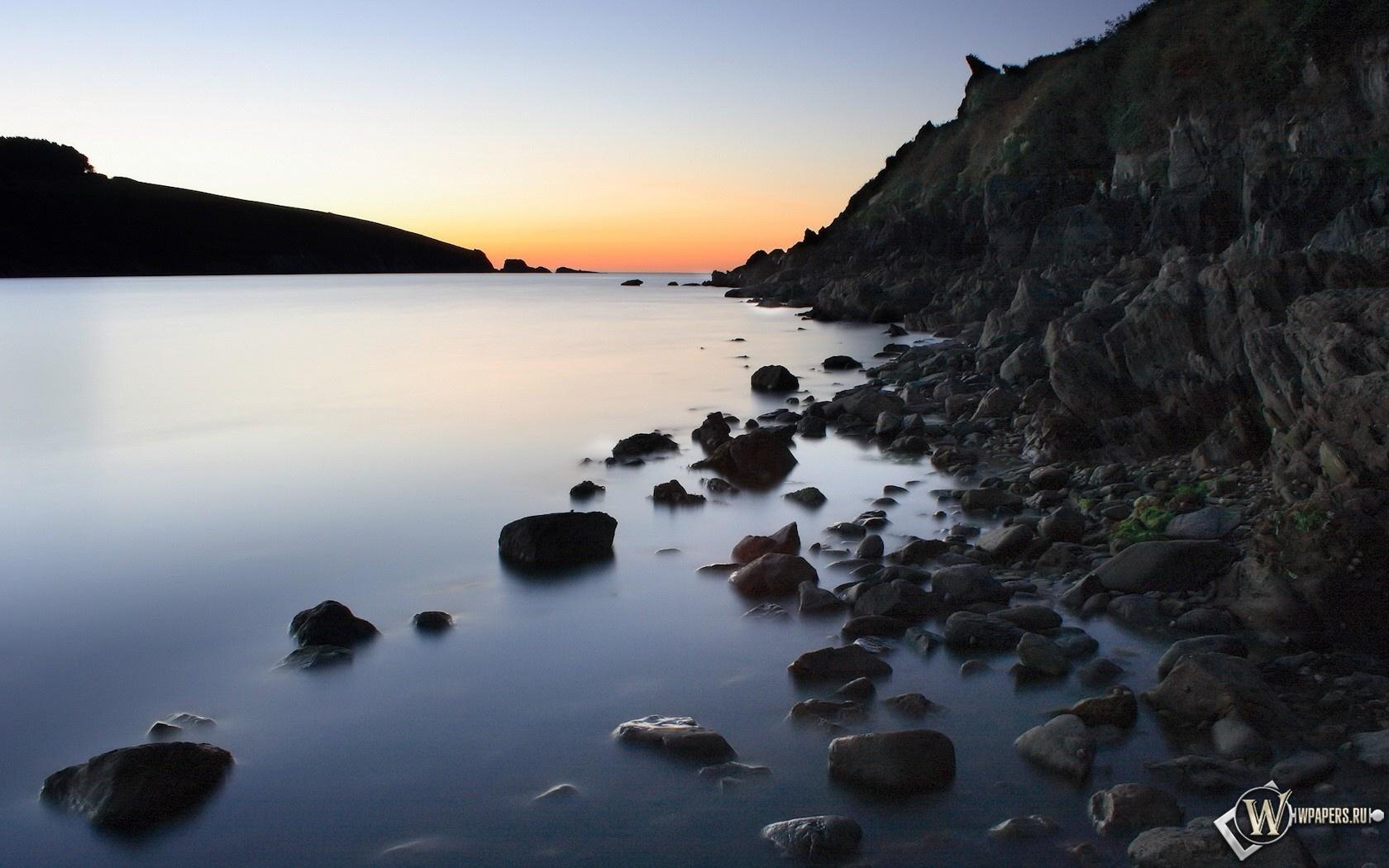 Каменистый берег 1680x1050