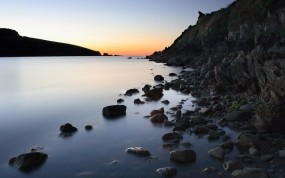 Обои Каменистый берег: Вода, Камни, Берег, Небо, Прочие пейзажи