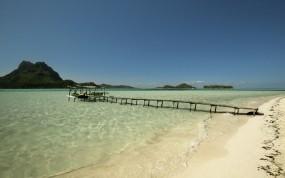 Обои Пирс на море: Песок, Море, Прибой, Остров, Небо, Пирс, Вода и небо
