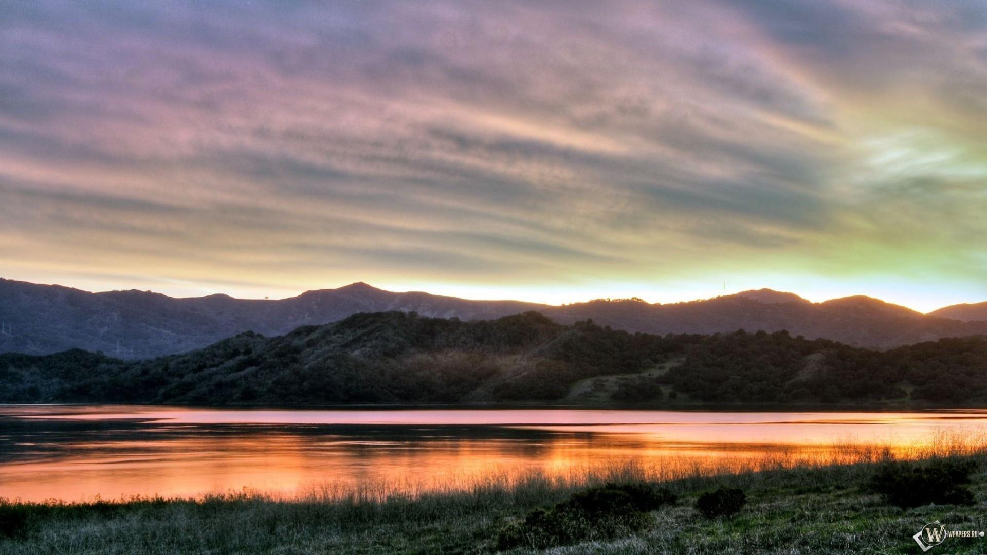 Восход над озером 1920x1080