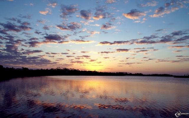 Рассвет у реки