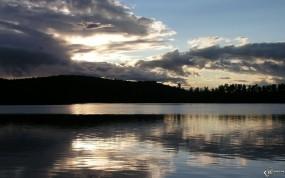 Обои Красивые облака: Облака, Река, Вода и небо