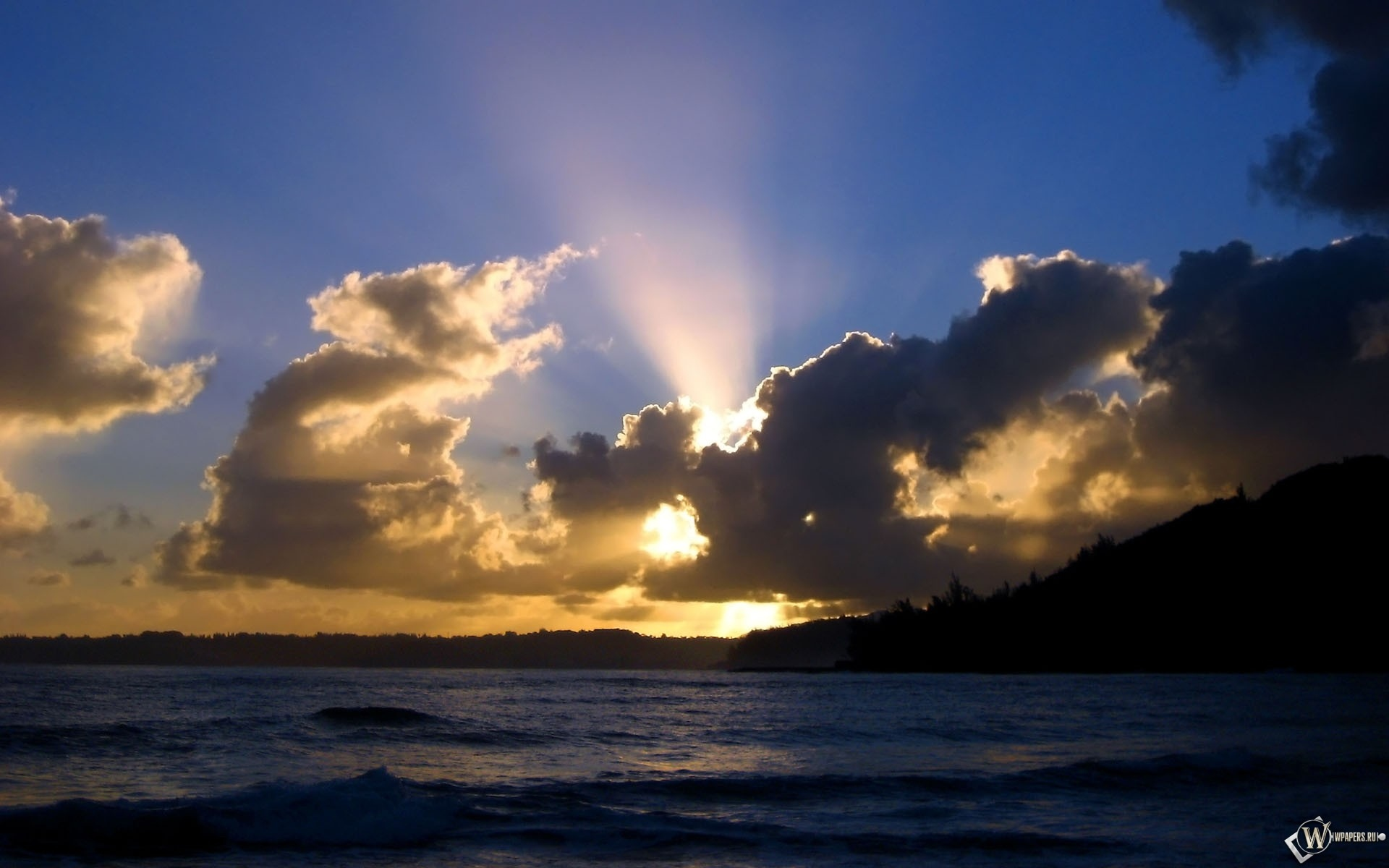 Лучи солнца за облаками 1920x1200