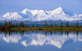 Обои Снежные горы в воде: , Вода и небо