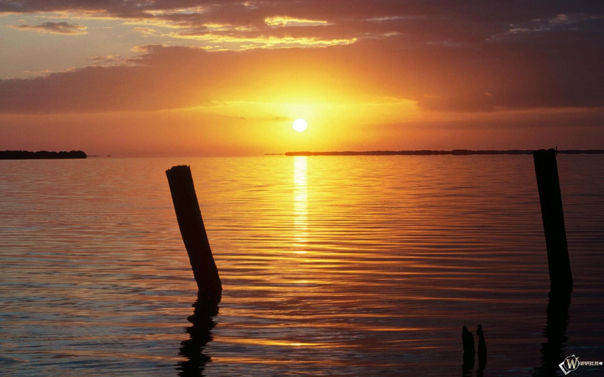 Солнце над водой 1920x1200