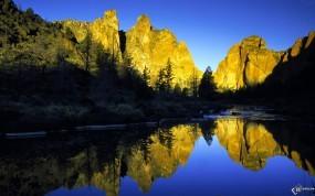 Обои Горы в голубой воде: , Вода и небо