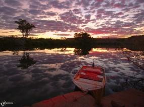 Обои Лодка на фоне заката: , Вода и небо