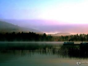 Обои Туман над озером: Причал, Лодки, Катер, Вода и небо