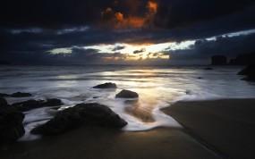 Обои Красивый закат: Облака, Закат, Камни, Берег, Вода и небо