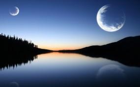 Две луны