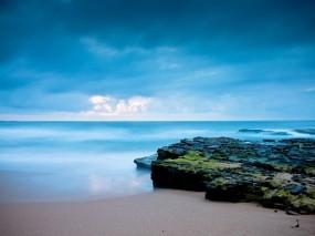 Обои Восход солнца на берегу океана: Облака, Солнце, Океан, Вода и небо