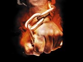 Обои Твердая хватка: Огонь, Пламя, Рука, Чёрный фон, Цепь, Кулак, Разное