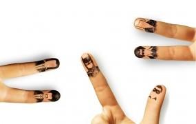 Обои Рисунки на пальцах: Белый, Пальцы, Фон, рисунки, Разное