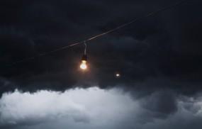 Лампочка в тучах