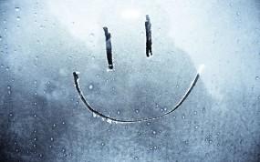 Обои Смайл на стекле: Стекло, Снег, Смайл, Иней, Разное