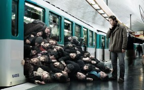 Обои Ситуация в метро: Юмор, Люди, Роман Лорен, Romain Laurent, Креатив, Метро, Вагон, Народ, Пассажиры, Разное