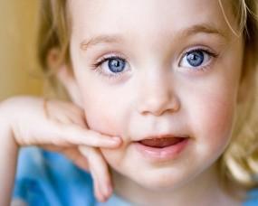 Обои Девочка с голубыми глазами: Голубые глаза, Девочка, Ребёнок, Разное
