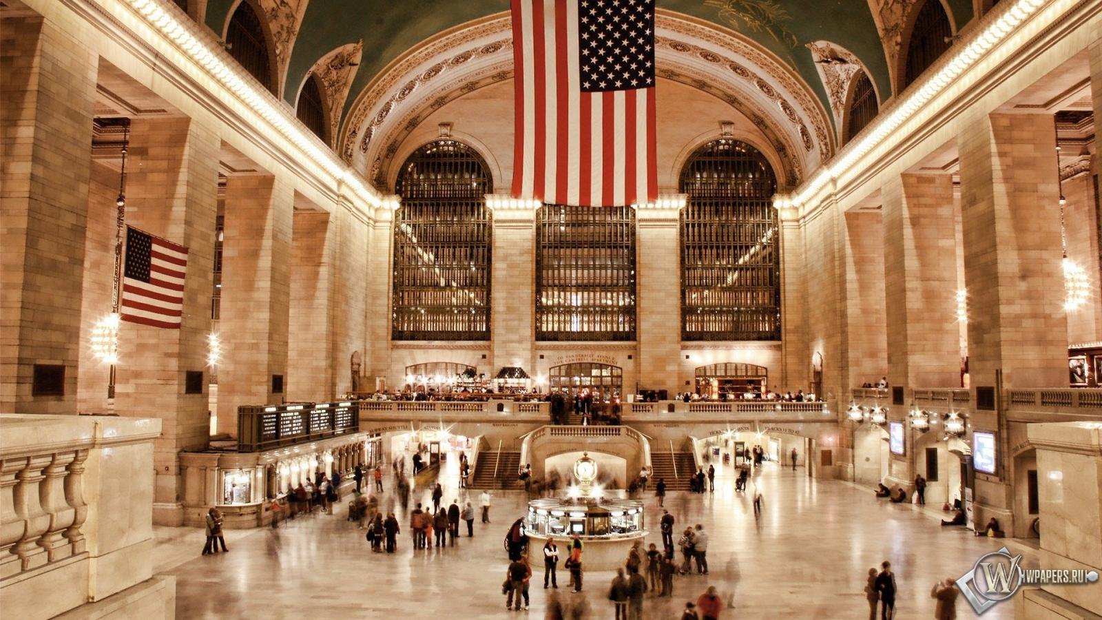 Люди на вокзале в США 1600x900