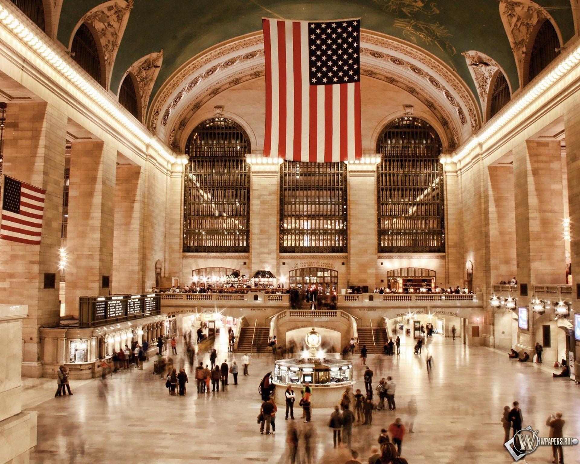Люди на вокзале в США 1920x1536