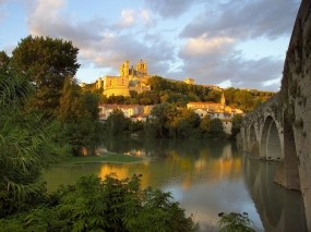 Обои Церковь Святого Назария Франция: Река, Мост, Франция, Церковь, Архитектура