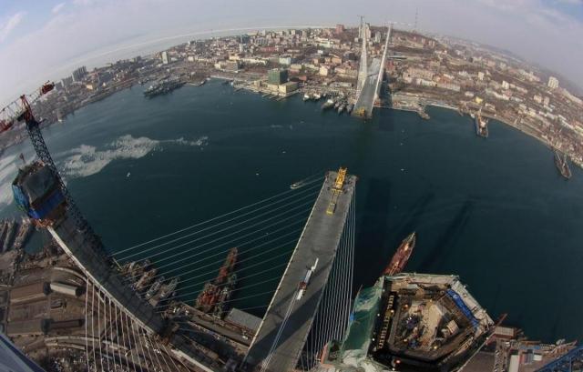 Вантовый мост на острове Русский