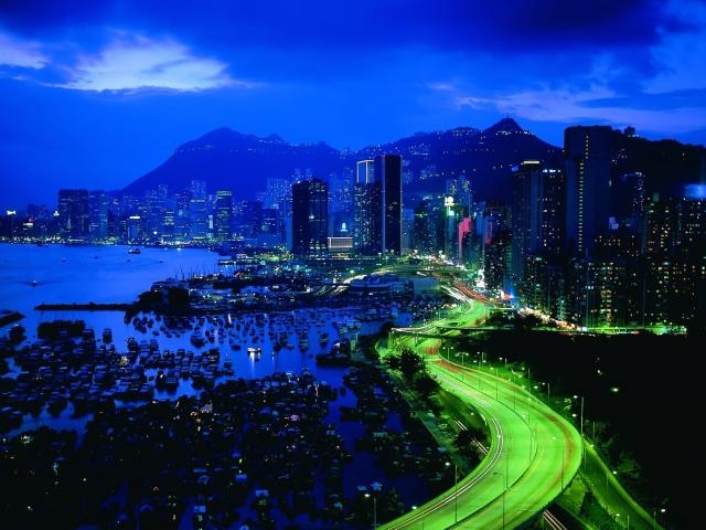 Ночной город с небоскрёбами