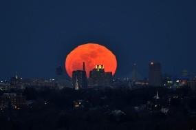 Обои Полнолуние над Бостоном: Город, Луна, Бостон, полнолуние, Города