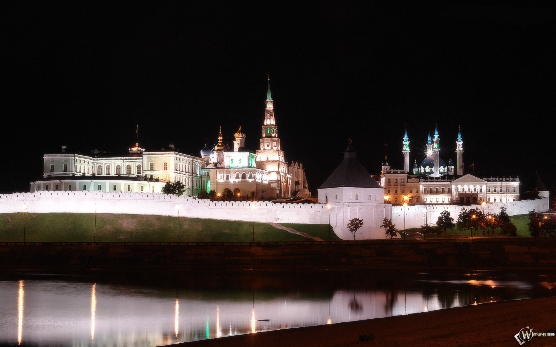 Вид на Казанский кремль через реку Казанка 1920x1200
