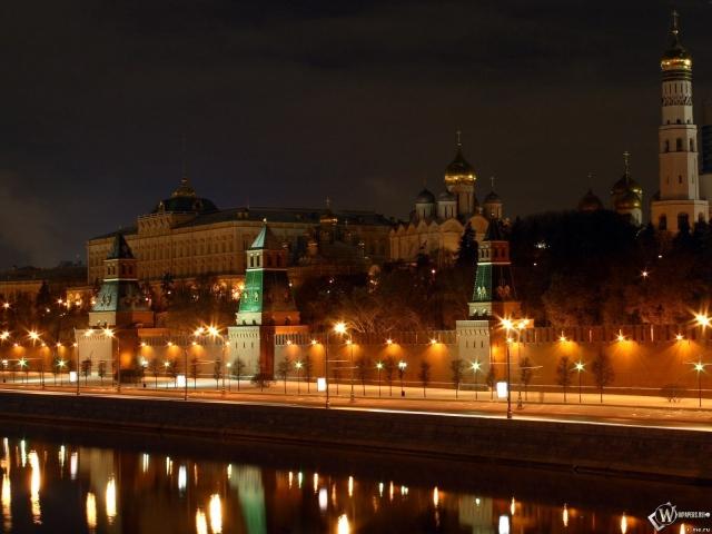 Вид на ночной Кремль (Москва)