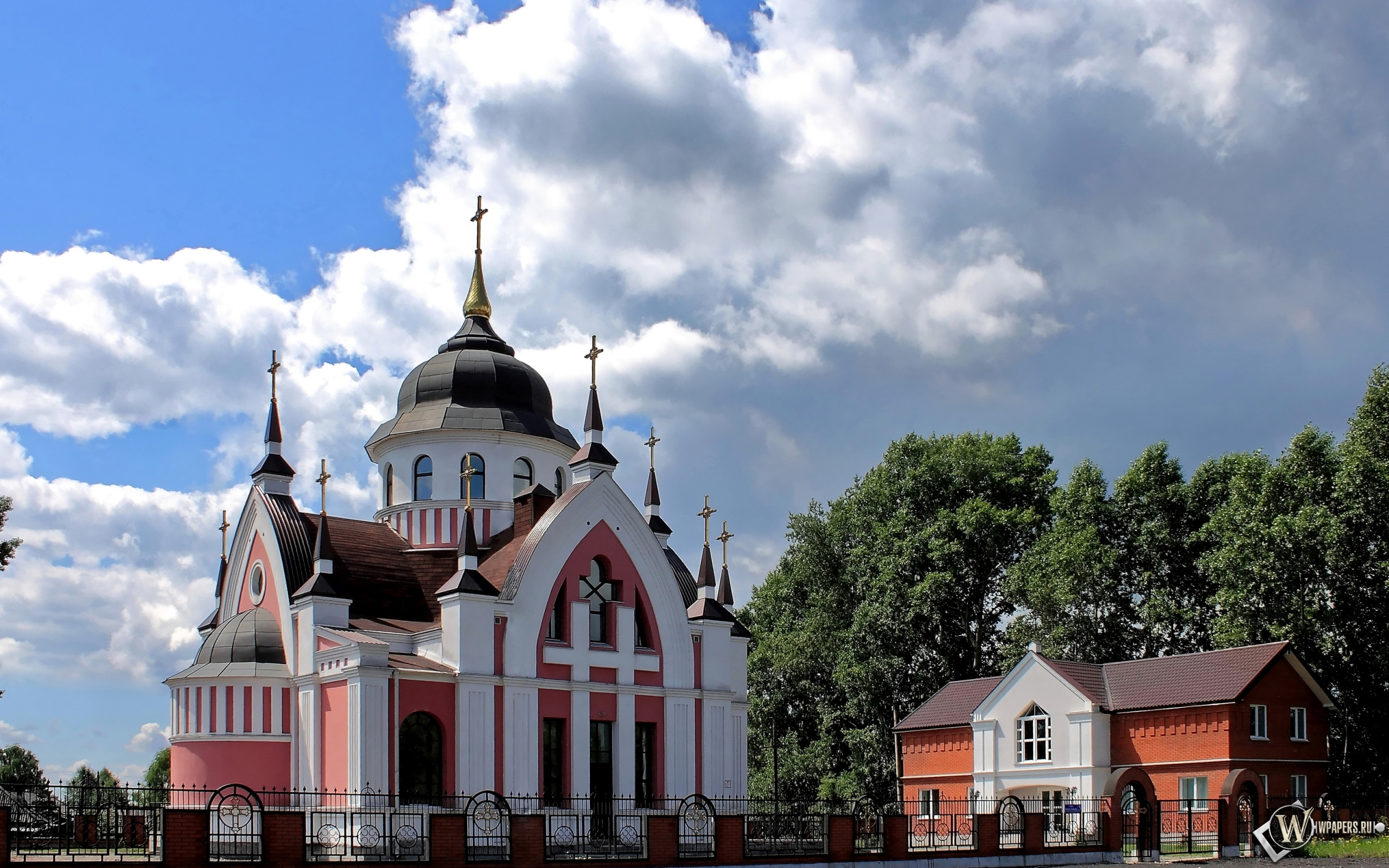 Новокузнецк Католический Храм св.Иоанна Златоуста  2560x1600