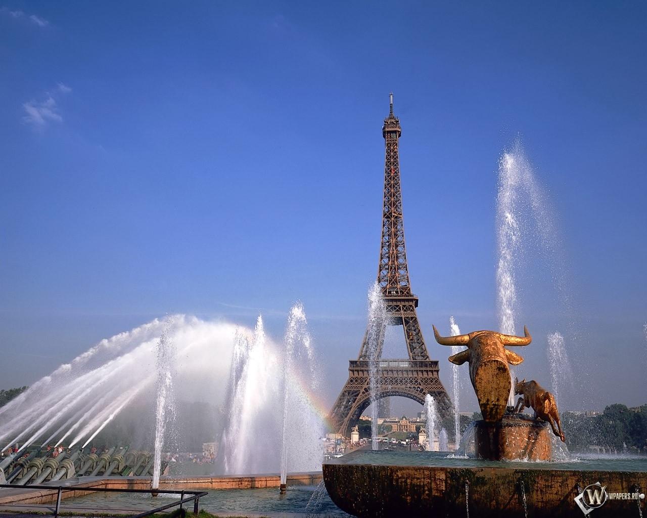 Эйфелева башня на фоне фонтана 1280x1024