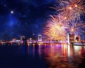 Обои Салют над городом: Ночь, Праздник, Салют, Города и вода