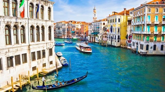 Красивый канал в Венеции