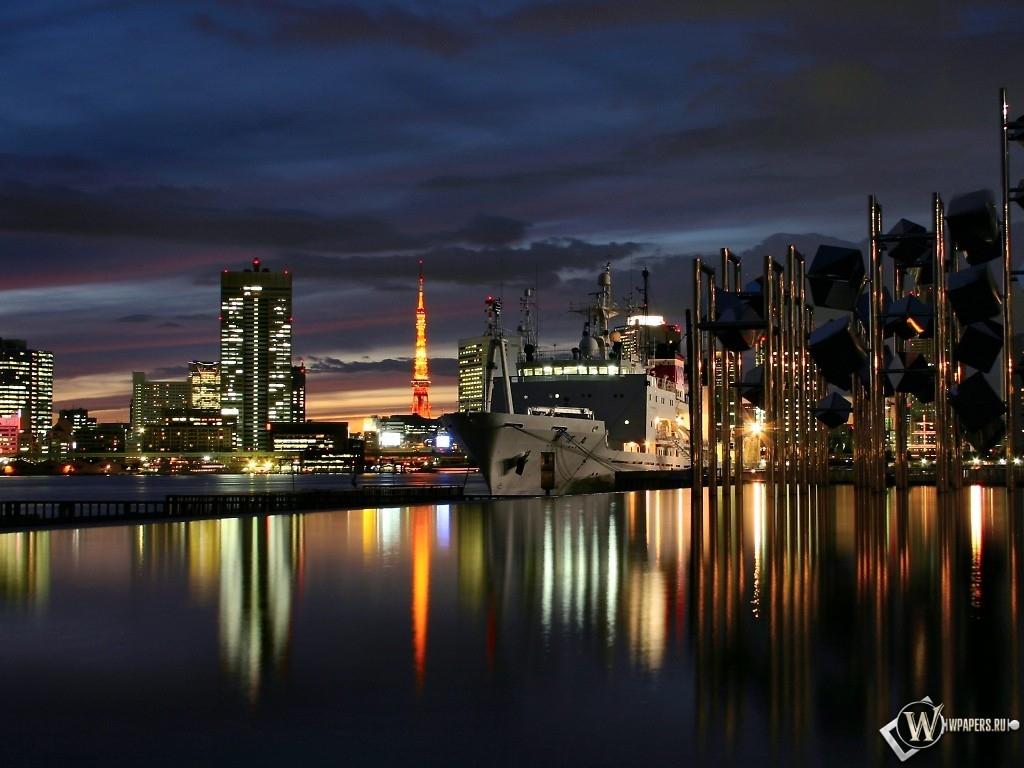 Ночной город на фоне воды 1024x768