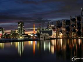 Обои Ночной город на фоне воды: Ночной город, Города и вода