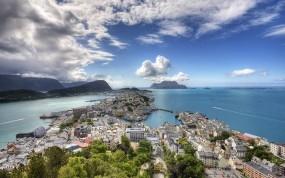 Обои Alesund: Вода, Город, Океан, Берег, Небо, Зелёный, Города и вода