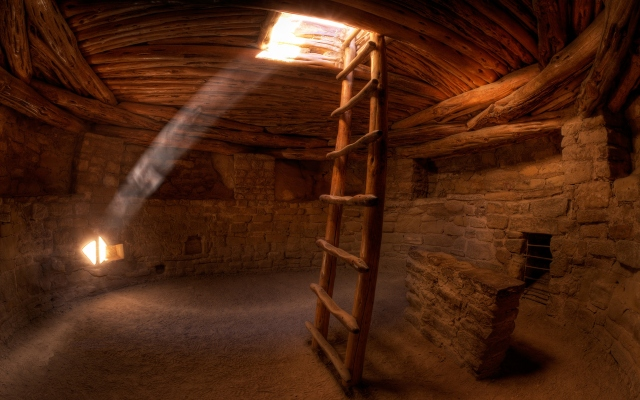 Лучи света в пещере