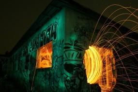 Обои Искры в здании: Огонь, Ночь, Искры, Граффити, Фэнтези